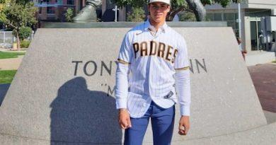 Adolescente beisbolista de Bahía Tortugas BCS recibe contrato millonario, para jugar en equipo de EE.UU.